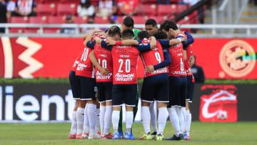 Jugadores de las Chivas del Guadalajara previo a un partido ante Toluca.