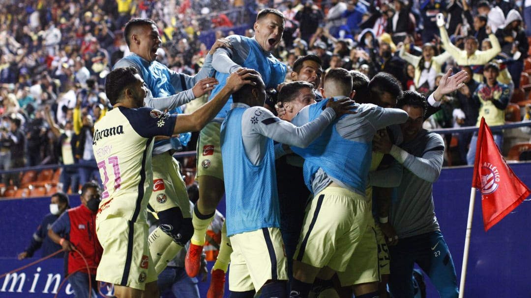 América celebró con gran euforia el tanto que les dio los tres puntos sobre Atlético San Luis.