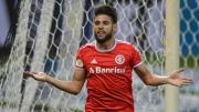 Artilheiro do Brasileirão, Yuri Alberto já recebeu uma oferta de 10 mi de euros de clube da Itália. Joia, porém, segue por tempo indefinido no Inter.