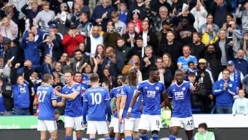 Leicester City mengalahkan Man United dengan skor 4-2, Sabtu (16/10).