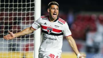 Estrela do argentino brilhou nos clássicos; ele marcou contra Santos e Corinthians