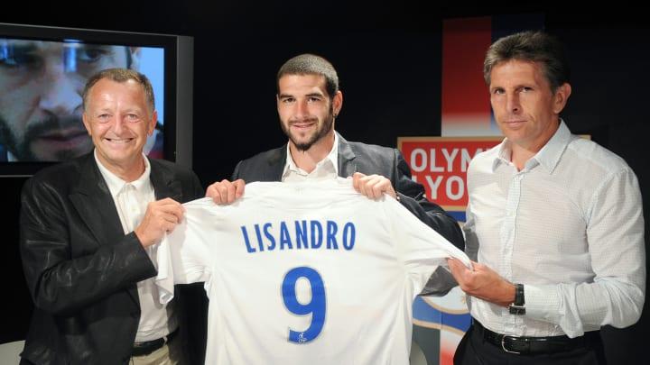 Argentinian forward Lisandro Lopez (C) p