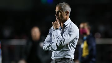 Sob pressão, Sylvinho sabe que o desempenho do Corinthians diante do Internacional pode determinar seu futuro