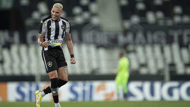 Rafael Navarro, destaque do Botafogo, está pronto para brilhar na elite do Brasileirão em 2022