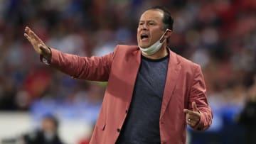 El técnico peruano Juan Reynoso y Cruz Azul sacaron un punto de su visita al Atlas en la Jornada 14 de la Liga MX.