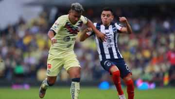 Roger Martínez ante la marca de Carlos Rodríguez.