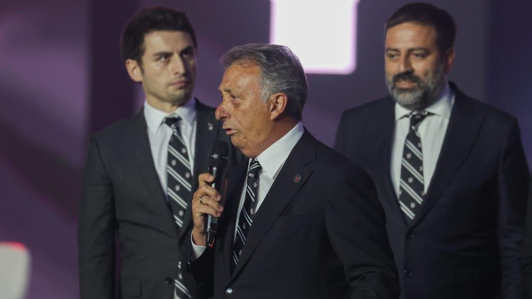 Ahmet Nur Çebi konuşma yapıyor.