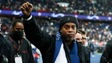 Ronaldinho en visite au Parc des Princes.