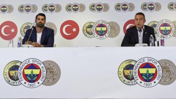 Volkan Demirel ile Ali Koç özel törende konuşuyor.