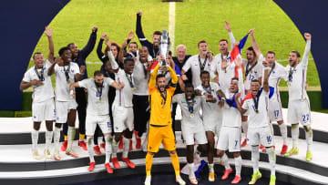 Hugo Lloris levanta el trofeo de la Nations League
