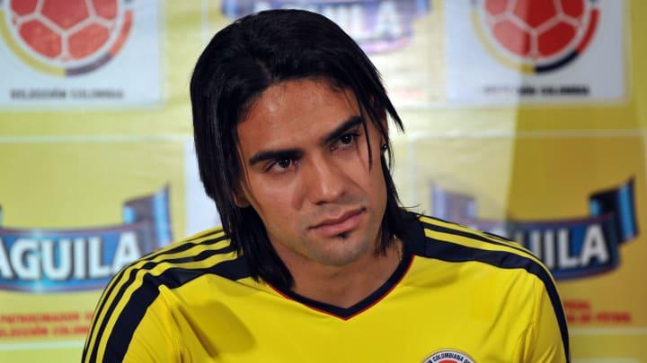 El colombiano Radamel Falcao inició su carrera profesional apenas a los 13 años y 112 días.