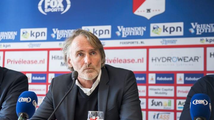 Jan Olde Riekerink basın toplantısında