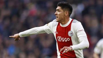 Edson Álvarez y el Ajax de Ámsterdam golearon 5-0 al PSV Eindhoven de Erick Gutiérrez para mantener la cima de la Eredivisie.