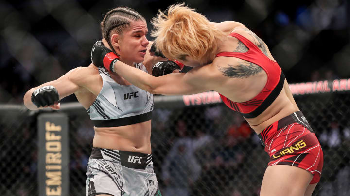 Ariane Carnelossi vs Istela Nunes UFC Vegas 40 women's strawweight bout odds, prediction, fight info, stats, stream and betting insights.
