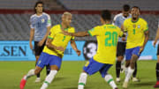 Tite e Óscar Tabárez ensaiaram mudanças para este clássico sul-americano que embala a 12ª rodada das Eliminatórias
