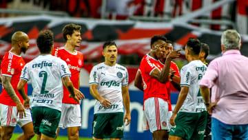 """Inter e Palmeiras fazem """"jogo de seis pontos"""" na luta pelo G4"""