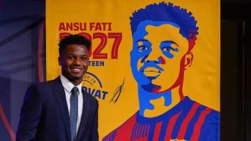 Ansu Fati renova com o Barcelona até 2027.