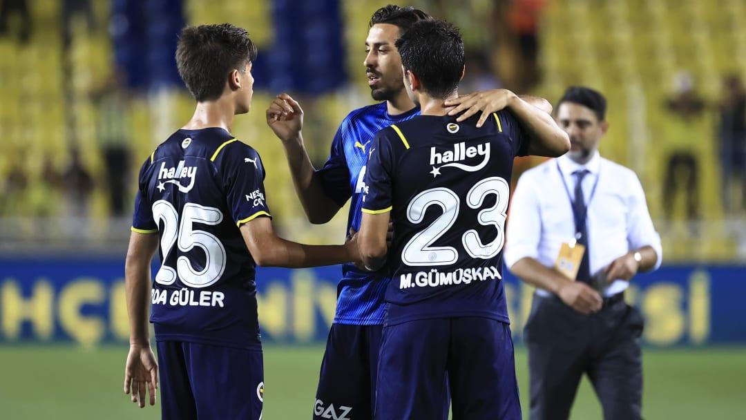 İrfan Can Kahveci, Arda Güler ve Muhammed Gümüşkaya ile konuşuyor.