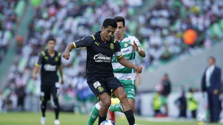 El equipo tapatío se estaría acercando a un jugador de Santos Laguna