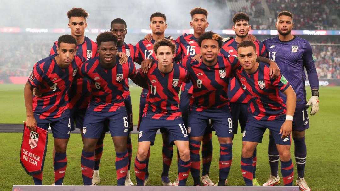 El equipo de los Estados Unidos previo al partido ante Costa Rica.
