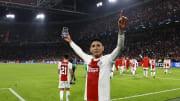 El mexicano es uno de los futbolistas más queridos en el Ajax