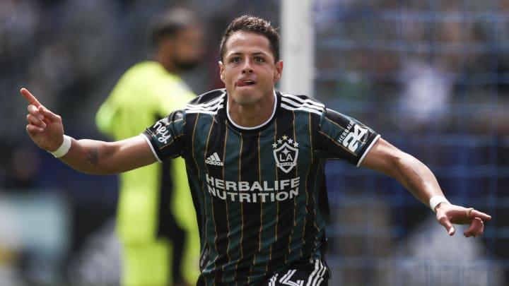 El jugador Javier 'Chicharito' Hernández celebra un gol con el LA Galaxy.