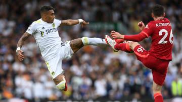 Bald im gleichen Trikot? Raphinha (links) im Kampf um den Ball mit Liverpools Andrew Robertson.
