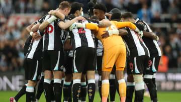 Die Mannschaft von Newcastle United beweist Zusammenhalt. Nur außerhalb des Platzes hat der Klub kaum Verbündete.