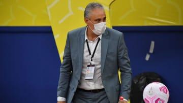 Comedido nas respostas, treinador evitou cravar que Raphinha terá vaga na Copa do Mundo do Catar
