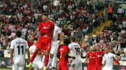 Dimitris Goutas hava topu mücadelesinde