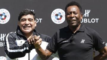 Pelé e Maradona: estrelas que começaram cedo nos gramados mundo afora
