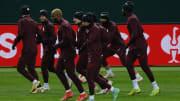 Galatasaray oyuncuları koşu yapıyor.