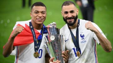 Kylian Mbappé et Karim Benzema marquent l'histoire du football français.