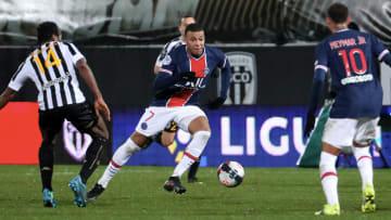 Paris Saint-Germain e Angers medem forças na 10ª rodada da Ligue 1.