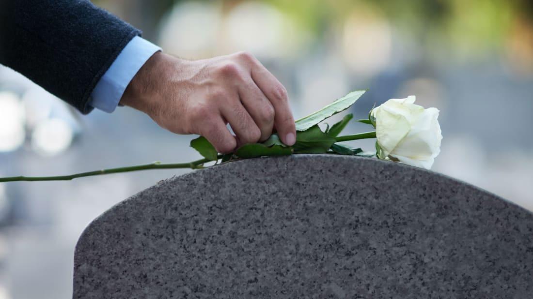13 Secrets of Obituary Writers | Mental Floss