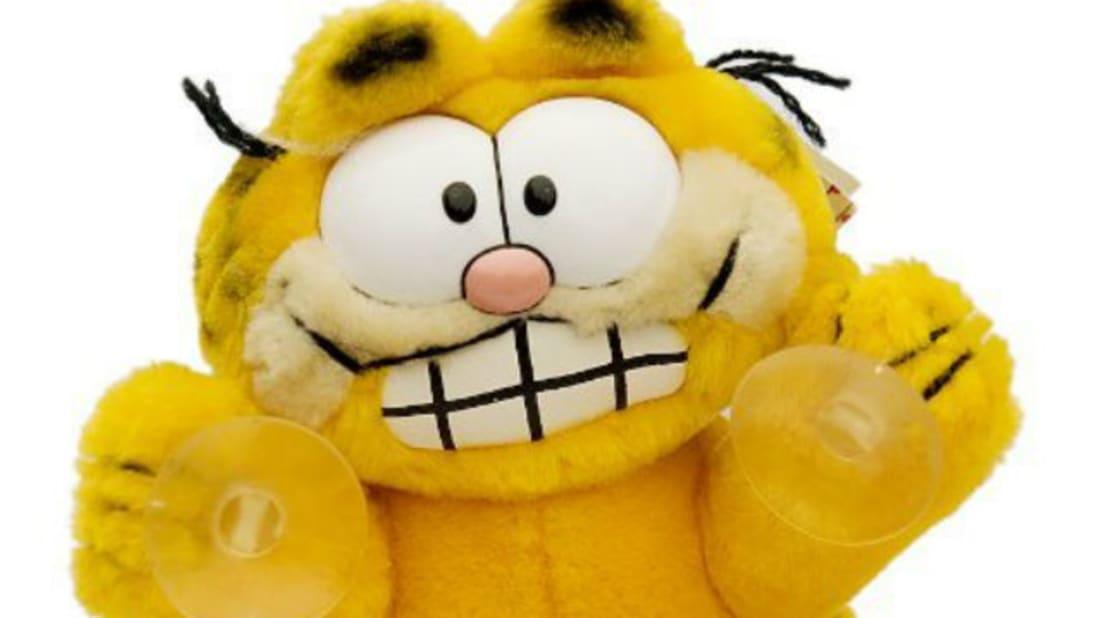 b3aab9e7d3ff4 The Great Garfield Car Window Toy Craze | Mental Floss