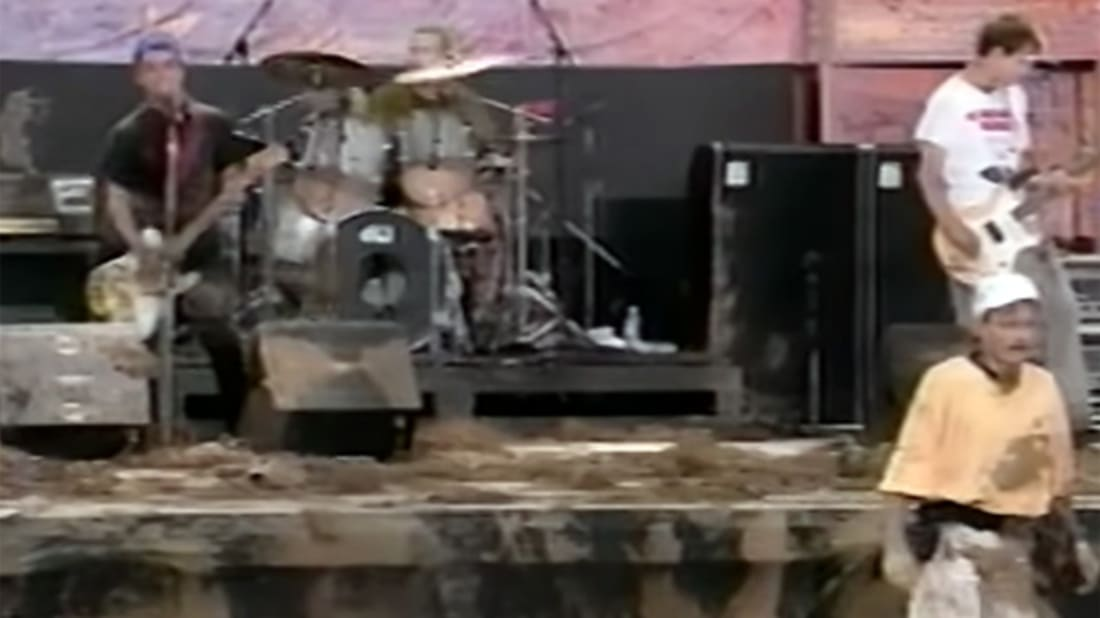 The Time Green Day Got in a Mud Fight With Fans | Mental Floss