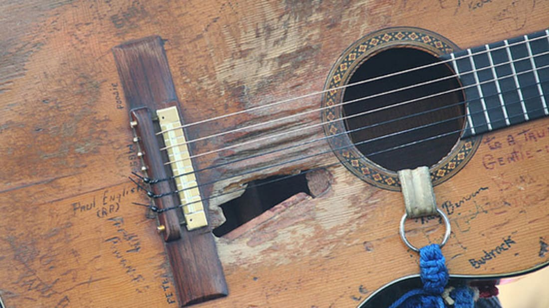 Why Willie Nelson Plays a Classical Guitar | Mental Floss