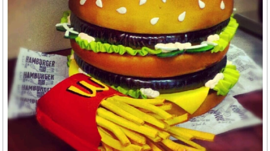 12 Cakes That Look Like Fast Food Specialties