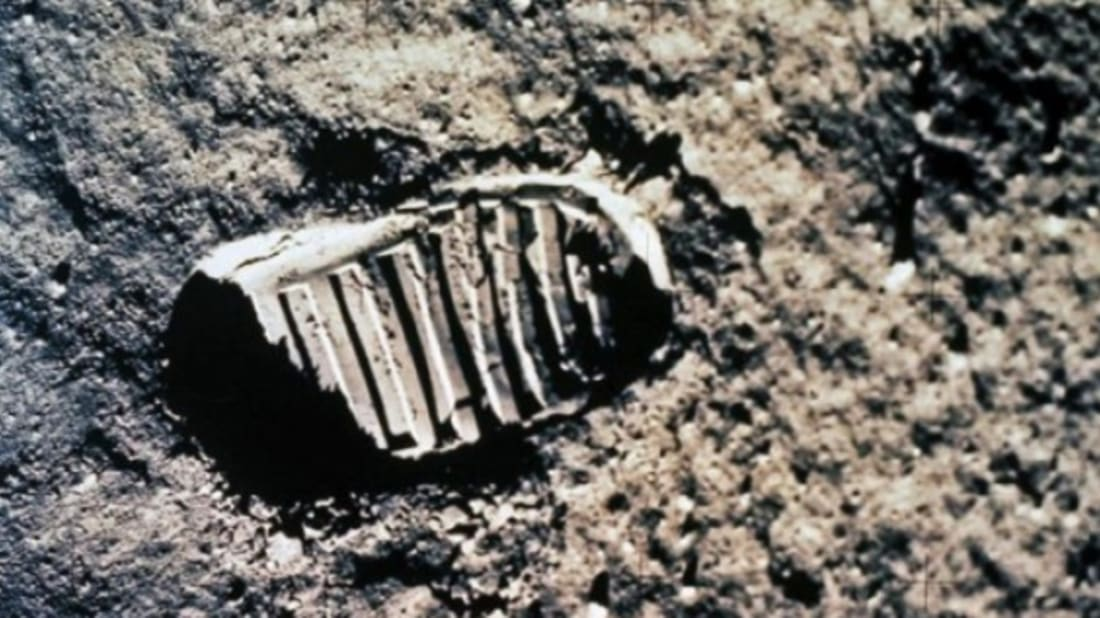 Lunar landings HOAX: Does pic in which Earth appears ... |Moon First Step Onto