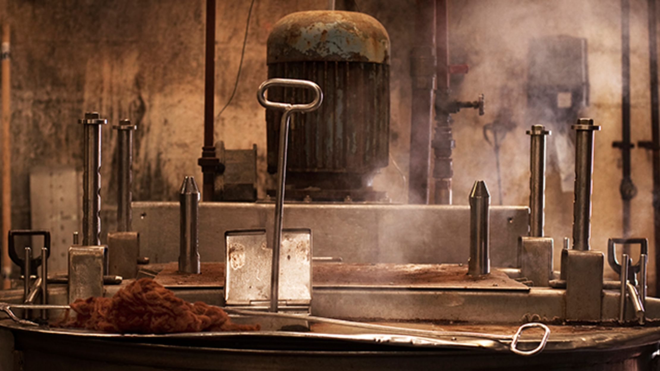 Take a Look at How Tweed Is Made