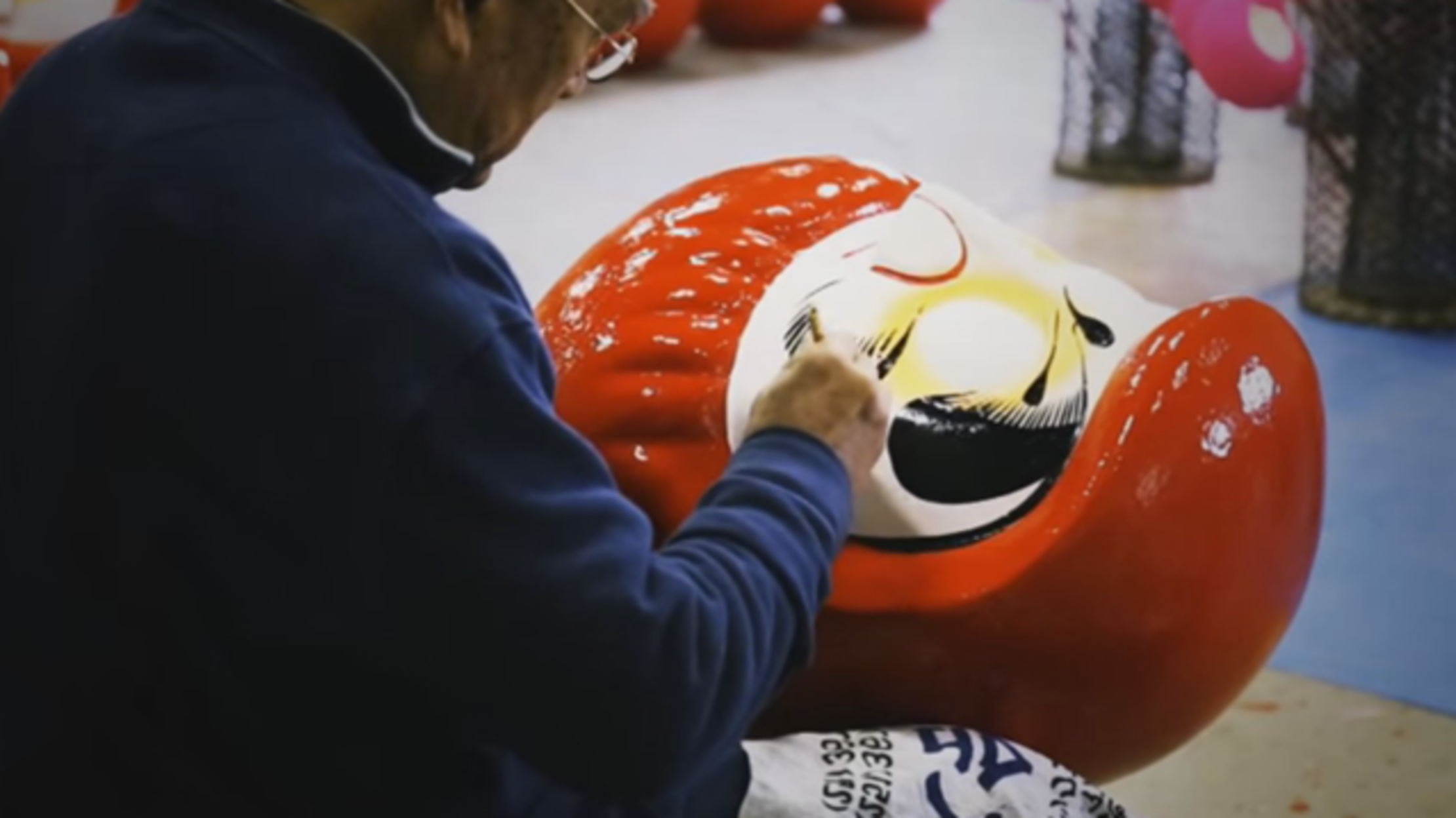 Watch the Relaxing Process of Creating Traditional Japanese Dolls