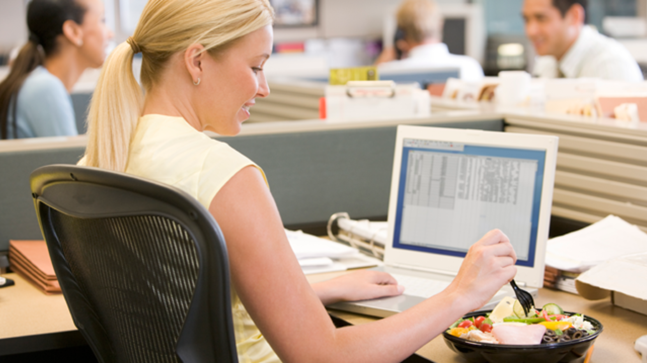 The Science of Why You Shouldn't Eat at Your Desk