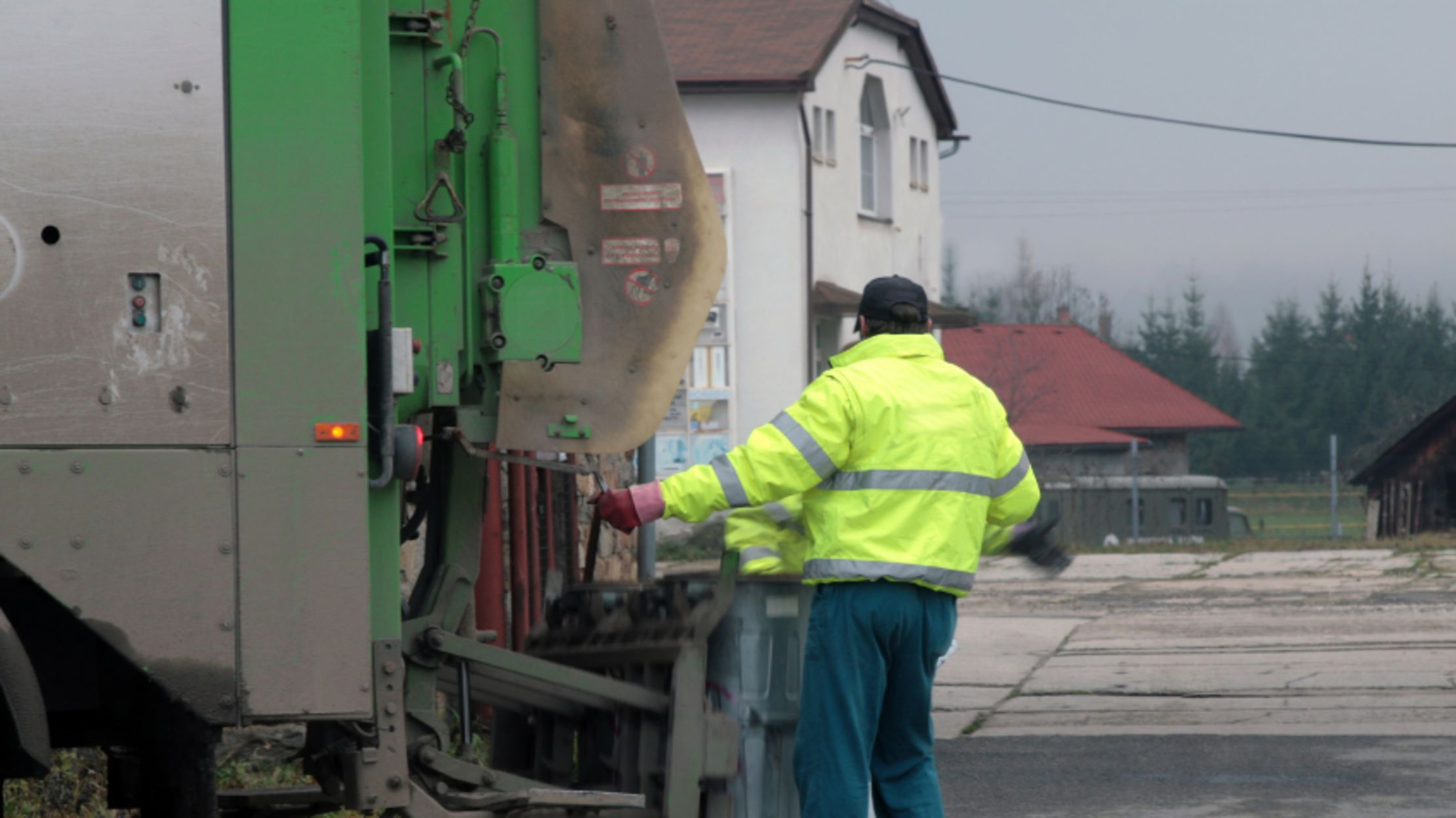 14 Behind-the-Scenes Secrets of Garbage Collectors | Mental Floss