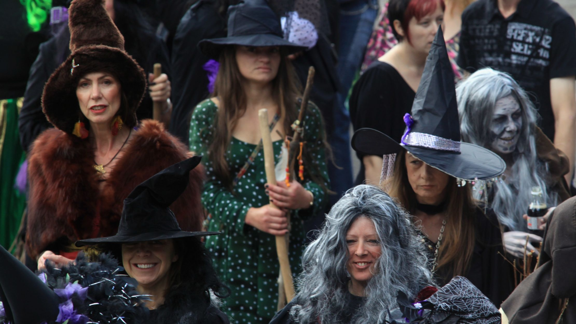 17 Signs That You'd Qualify as a Witch in 1692