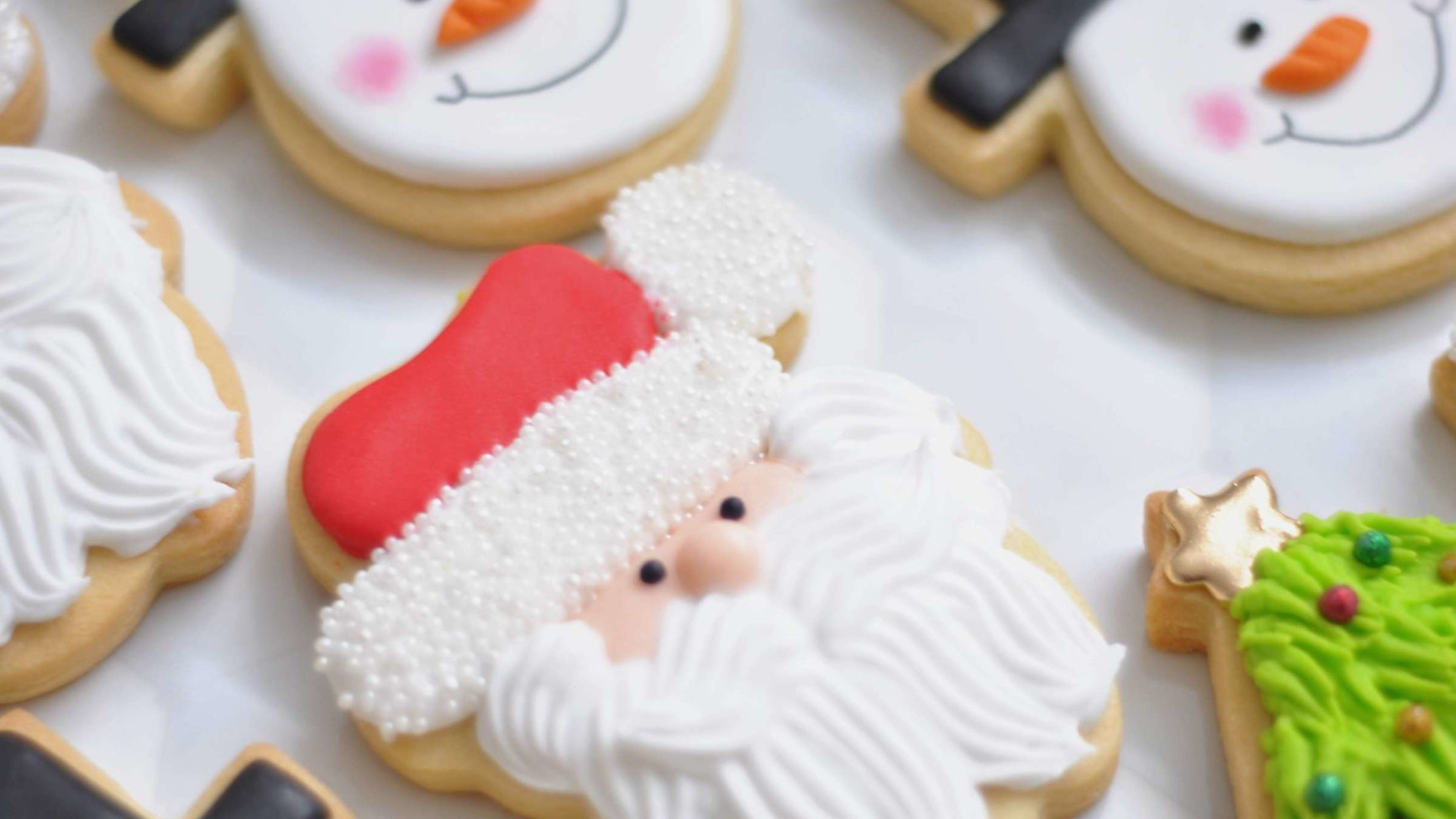 10 Essential Kitchen Gadgets for Christmas Cookies and Desserts