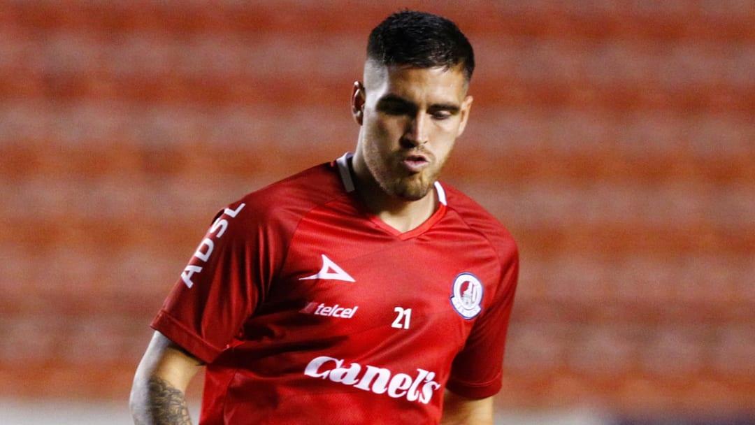 El estadounidense Ventura Alvarado está entre las opciones de Tigres para reforzar su defensiva.