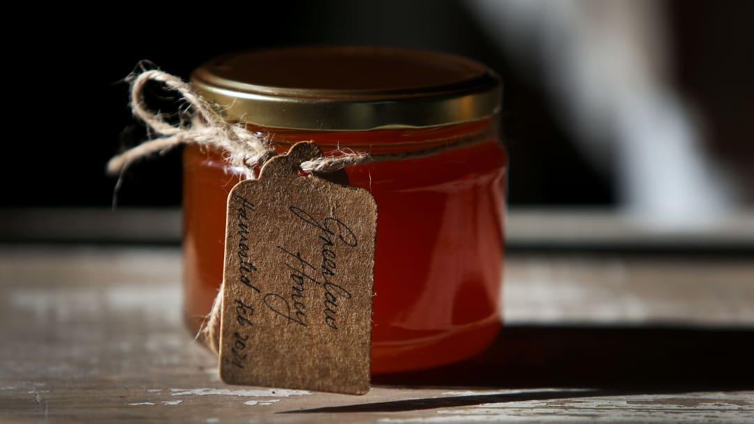 La miel ayuda a tratar la irritación en la piel