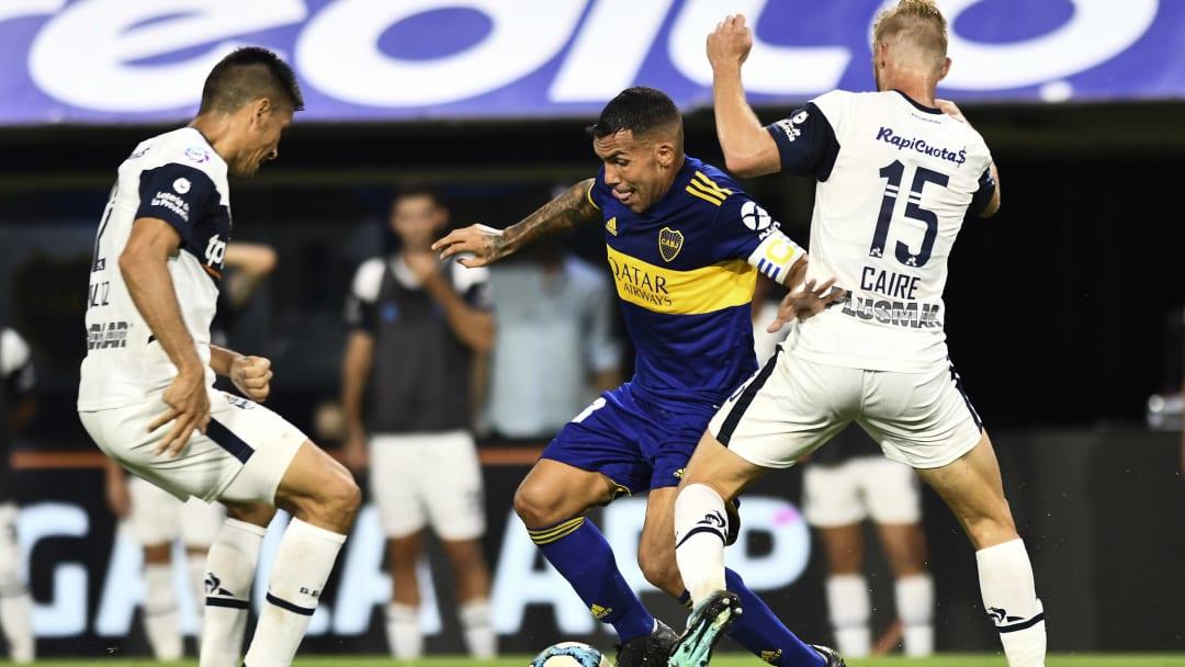 Boca Juniors v Gimnasia y Esgrima La Plata