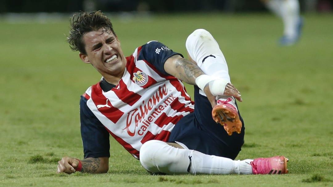 Cristián Calderón pasó casi desapercibido en la derrota de Chivas ante Atlético San Luis.
